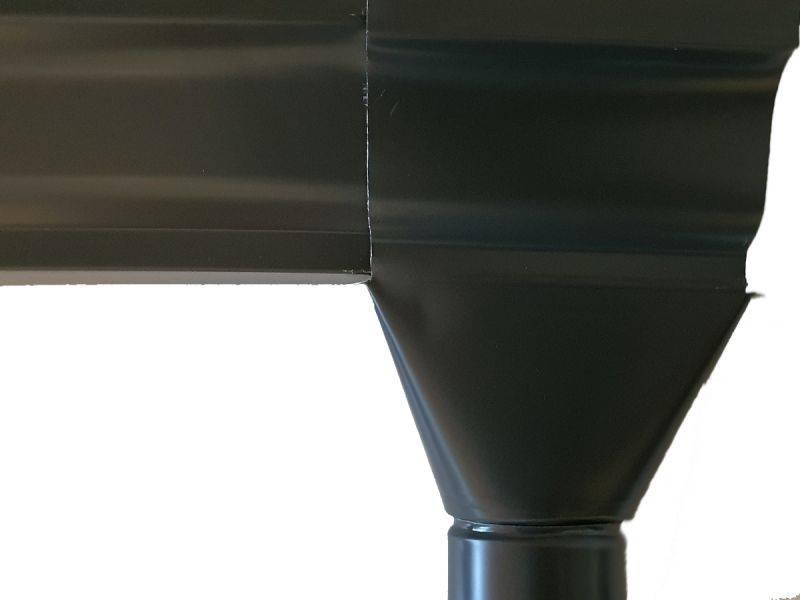 Ejemplo de salida bajante y canalón en negro
