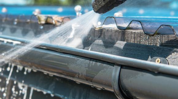 Limpieza de canalones. Manual para la limpieza del sistema de desagüe de tu casa.