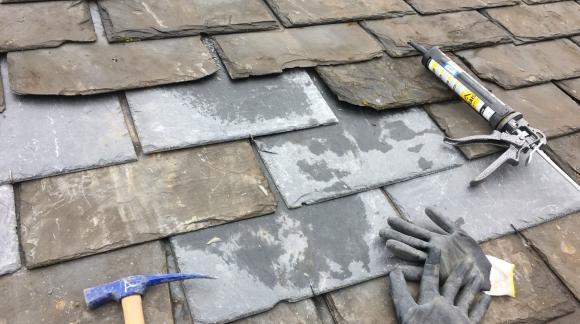 ¿Cómo encontrar una gotera en tu tejado? Te enseñamos las 4 causas más comunes de humedad en tejados.