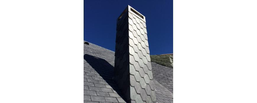 ¿Cómo colocar pizarra y remates alrededor de una chimenea?